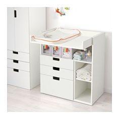 IKEA - STUVA, Commode met 3 lades, wit/oranje, , Deze commode groeit mee met je kind en kan eenvoudig worden omgetoverd tot bureau of speelvlak als je het bovenste gedeelte omkeert en laat zakken tot op de gewenste hoogte.Praktische opberger om alles binnen handbereik te hebben, zodat je altijd een hand op je baby kan houden.Eenvoudig aan te passen aan de behoefte omdat de kleine planken verstelbaar zijn.