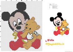 Mickey Mouse bebé con el oso de peluche