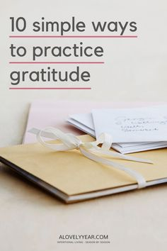 10 simple ideas to help you practice gratitude - one of the best habits you can adopt to improve both your mental and physical wellbeing. #gratitude Gratitude App, Practice Gratitude, What Makes You Laugh, Applied Psychology, Learning To Relax, Meditation Apps, Perspective On Life, Self Care Activities, Self Compassion