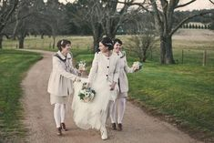 How stunning are these bridesmaids in coats? The brown heeled loafer make this look perfect from head to toe.
