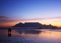 Pragtige silhoeët van Tafelberg.