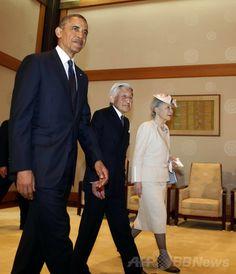 皇居でバラク・オバマ(Barack Obama)米大統領(左)と共に歩かれる天皇、皇后両陛下(2014年4月24日撮影)。(c)AFP/LARRY DOWNING ▼24Apr2014AFP 皇居でオバマ大統領の歓迎式典、両陛下と笑顔で握手 http://www.afpbb.com/articles/-/3013438 #Barack_Obama #Emperor_Akihito #Empress_Michiko