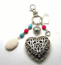 A parfumer!!! bijou de sac argenté,breloques coeur perles turquoises et roses : Autres bijoux par breloques-et-cie