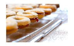 Ob aus Nüssen, Hülsenfrüchten oder Samen – wir stellen die kohlenhydratarmen Alternativen zu Getreidemehl vor. Hier die leckersten Rezepte mit den gesunden Mehlen für die Weihnachtsbäckerei.