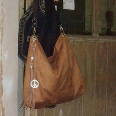Bolso de antelina en color camel