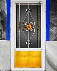 Doors to other dimensions.   Puertas a otras dimensiones.   #photooftheday #lomography #blackandwhite #july #photooftheday #blacknwhite #bnw_society #bnw_captures #bnw_photo #blackandwhitephotography #outdoors #simplicity #streetphotography #streetphoto_bw #steetphotographer #SeedsColor #colorselection #colorsplash #colorsplash_bw #colorsplash_captures  #lumia #lumiacamera #lumiagraphy #lumians #lumian #mobilephotography #fotodeldia #fotografiamovil #fotografiacallejera #puertasmex…