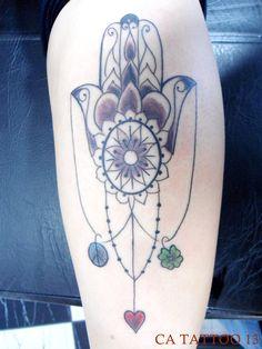 tatuagem mao de fatima delicada