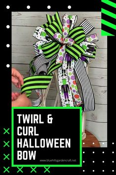 Halloween Baskets, Halloween Ribbon, Halloween Streamers, Halloween Party, Diy Bow, Diy Ribbon, Ribbon Bow Tutorial, Mesh Wreath Tutorial, Ribbon Flower