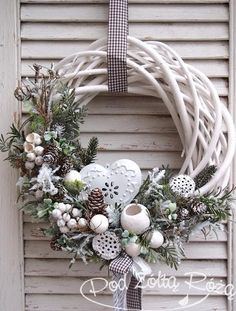 19 Most Adorable White Christmas Decoration Ideas 2017 - christmas dekoration Noel Christmas, Rustic Christmas, Winter Christmas, Christmas Ornaments, Christmas Design, Homemade Christmas, Christmas Ideas, Natal Diy, Deco Floral