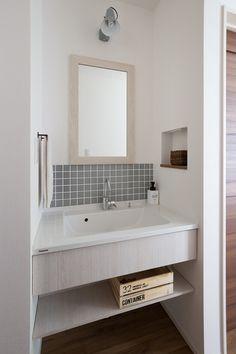 LEGO BOX ~集う家~|愛知 名古屋の注文住宅クラシスホーム Natural Interior, Washroom, Bathroom Inspiration, Entrance, Toilet, House Design, Home, Powder Room, Houses