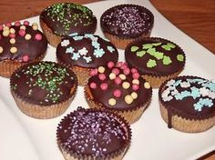 Nussmuffins, ein leckeres Rezept aus der Kategorie Kuchen. Bewertungen: 54. Durchschnitt: Ø 4,6. Mini Cupcakes, Donuts, Deserts, Food And Drink, Breakfast, Recipes, Sweet Stuff, Tags, Waffles
