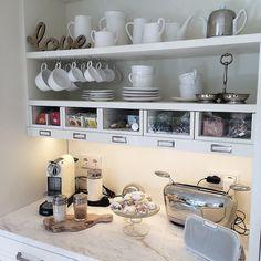 New Breakfast Bar Ideas Decor Coffee Corner Ideas Coffee Station Kitchen, Coffee Bars In Kitchen, Coffee Bar Home, Home Coffee Stations, Kitchen Corner, Diy Kitchen, Kitchen Design, Kitchen Decor, Corner Bar