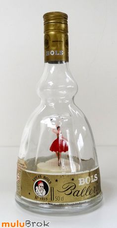 Bouteille musicales, ballerine, danseuse. Lucas Bols ... Déco Vintage www.muluBrok.fr ... Grands Parents, The Old Days, Retro Art, Kitsch, Childhood Memories, Vintage Photos, Really Cool Stuff, Ballerina, Old Things