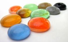 círculos  de vidro utilizados para confecção de artesanatos, Mosaicos ,Bijuterias e/ou outras aplicações decorativas e artesanais. Pacotes com 10 peças  cores sortidas  TEMOS EM OUTRAS CORES R$7,50
