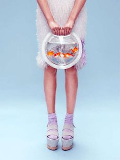 Live Animal-Inhabiting Bags - The Fishbowl Bags Has a Real Fish Inhabiting the Bag (GALLERY) clear backpack cute bag for girl Fish Fashion, Fashion Art, Fashion Design, Design Textile, Fish In A Bag, Transparent Bag, Fashion Cover, Red Fish, Boho Festival