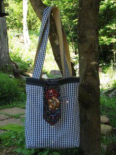 Sac 'Le Raffiné' - Conçu pour l'homme moderne et raffiné, ce sac réutilisable pourra autant lui servir à y transporter ses emplettes qu'à y transporter ses effets personnels. Prix demandé : 25 $. Contactez Confections Diana pour plus d'information : dianaethelena@yahoo.ca --- Visitez-nous sur Facebook : https://www.facebook.com/confections.diana
