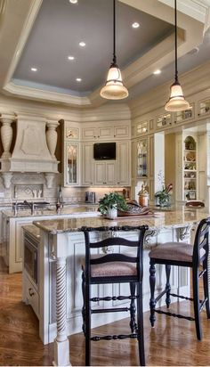 Access luxury kitchen design photo gallery from top interior designers. From custom made, modern and traditional find it all here - FREE! Luxury Kitchens, Cool Kitchens, Dream Kitchens, New Kitchen, Kitchen Decor, Kitchen Tray, Kitchen Cabinets, Design Kitchen, Kitchen Ideas