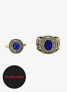 Share this class ring set from Riverdale with your high school sweetheart. The set includes two gold tone rings with bright blue stones. Only available at Hot Topic! Riverdale Shirts, Riverdale Cw, Body Jewellery, Latest Jewellery, Marvel Cosplay Girls, Riverdale Fashion, Betty And Jughead, Rubber Bracelets, Blue Rings