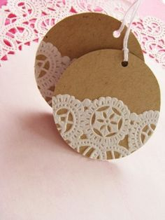 Add paper doilies to kraft paper circles for gift tags Doilies Crafts, Paper Doilies, Paper Lace, Diy Gifts, Handmade Gifts, Diy Gift Tags, Gifts For Mom, Navidad Diy, 242