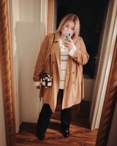 @elabonbonella plus size blogger | plus size bootcut jeans look with camel duster | elabonbonella.com Plus Size Looks, Jeans, Plus Size Fashion, Camel, Fashion Beauty, Coat, Blog, Jackets, Matching Outfits