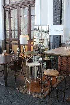 Mobiliario de metal y madera fabricado por  www.fustaiferro.com Mercado de Motores #madrid #diseño #interiores #decoracion #hosteleria #hotel #bar #restaurant #cafeteria #pizzeria #industrial #vintage