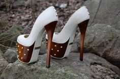 Brown and white heels . Definitely Would Rock These Pumps! Hot Shoes, Crazy Shoes, Me Too Shoes, Shoes Heels, Shoes Sneakers, Heeled Boots, Shoe Boots, Very High Heels, Prom Heels