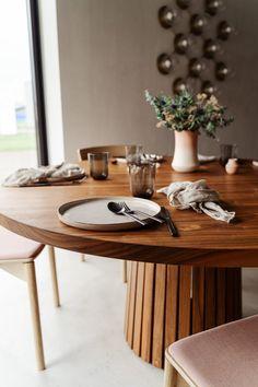 Mjolner_valnød_rundt_plankebord_træfolk-19 Dining Area, Dining Room, Minimalist Interior, House Design, Interior Design, Furniture, Home Decor, Rolo, Art