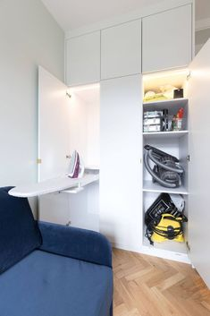 Are small spaces an issue in your home? As space is at a premium in most of our properties, it's important to make the most of what you have available, to make your home as functional and comfortable as possible. Read our tips on how to make the most of your space through clever lighting, well-planned joinery, and furniture selection. Renovation by Absolute Project management, Photography by Moon Street Studio. #utility #cleverstorage #moonstreetstudio #absoluteprojectmanagement Flexible Furniture, Cool Furniture, Space Matters, Room Interior, Interior Design, Bold Wallpaper, Smart Storage, Moving House, Pocket Doors