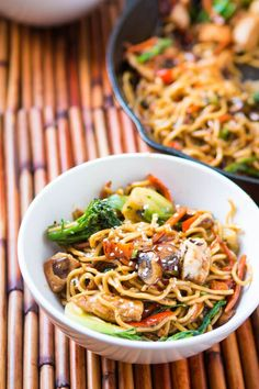 Only got 15 minutes to whip together a fresh and yummy dinner? Try our quick and easy 15 minute chicken stir fry and ditch the grilled cheese. ohsweetbasil.com Pre Cooked Chicken, Chicken Stir Fry, How To Cook Chicken, Stir Fry Recipes, Cooking Recipes, Noodle Recipes, Rice Recipes, Cooking Ideas, Soup Recipes