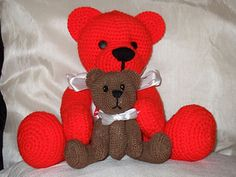 "Teddy Bears Free Amigurumi Pattern - PDF File, Click ""download"" or ""free Ravelry download"" here: http://www.ravelry.com/patterns/library/teddy-bears-6"