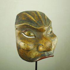 Maschera facciale http://shop.etniegalleria.it/epages/8530.sf/it_IT/?ViewObjectID=851143