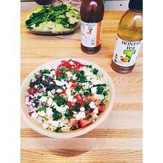 Reunited with my best friend @alpalfitgal  for a vegetarian lunch at a new place called Freshii!  WHERE HAS THIS BEEN ALL MY LIFE?! I got the Mediterranean bowl  quinoa, salad greens, kalamata olives, feta, cucumber, roasted red peppers, tomatoes, red onion, cilantro, slivered almonds & red pepper sauce  #freshii #vegetarian #glutenfree #lunch #mediterranean #honesttea #greentea #eatclean #cleaneats #fitfam #weightloss #healthylife #foodisfuel