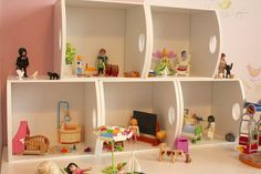 Une maison pour Playmobils... système D !!   ... réalisation et mise en scène Caroline de Oiseau voLe