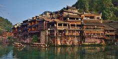 Chine : La vieille ville de Fenghuang : visite en images | Blog voyage et tour du monde insolite avec des pieds.