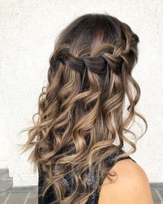 21 Perfectly Gorgeous Down Hairstyles for Prom Grad Hairstyles, Box Braids Hairstyles, Down Hairstyles, Wedding Hairstyles, Gorgeous Hairstyles, Hairstyles For Pictures, Homecoming Hairstyles Down, Cute Hairstyles For Prom, Prom Hairstyles For Medium Hair