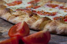 Gourmet pizzeria Tony BoomBozz creation is a white-sauce pizza topped with roasted turkey, bubbling cheeses, crisp bacon and Roma tomatoes. When your party coincides with the Kentucky Derby, its only fitting to make a Kentucky Hot Brown Pizza.