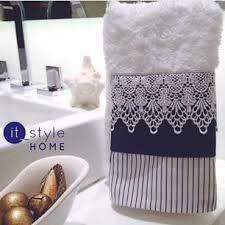 Resultado de imagem para toalhas de lavabo azul marinho Dish Towels, Hand Towels, Tea Towels, Bathroom Towels, Kitchen Towels, Cute Crafts, Diy And Crafts, Sewing Crafts, Sewing Projects