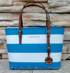 Michael Kors Women's Totes and Shopper Bags Mk Handbags, Handbags Michael Kors, Fashion Handbags, Michael Kors Jet Set, Fashion Bags, Replica Handbags, Fashion Models, Style Fashion, Fashion Outfits