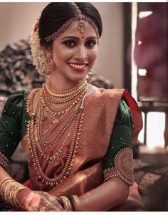 Indian bridal saree necklaces ideas for 2019 Kerala Wedding Saree, Bridal Sarees South Indian, Kerala Bride, Wedding Silk Saree, South Indian Bride, Wedding Dress, Wedding Hair, Wedding Stuff, Bridal Hairstyle Indian Wedding