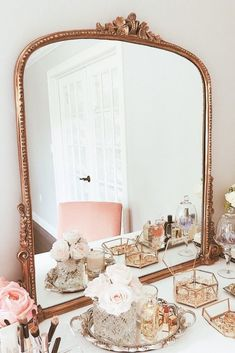 Pink Baby Room: Amazing Photos and Inspirations! - Home Fashion Trend Bedroom Vintage, Vintage Room, Vintage Pink, Parisian Bedroom Decor, Vintage Vanity, Fancy Bedroom, Shabby Chic Rooms, French Room Decor, Parisian Chic Decor
