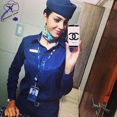 """""""Um grande líder não precisa abrir a boca para indicar o caminho, porque as ações falam mais alto do que as palavras."""" Comissária da Azul Ana Gabriela!  ✈ #azul #azulinhasaereas #comissaria #comissariadevoo #comissariadebordo #voeazul #aeromoça #brasil #sky #aviation #flightattendant #crew #cabincrew #future #dream"""