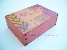 Caja de madera pintada a mano, personalizada.