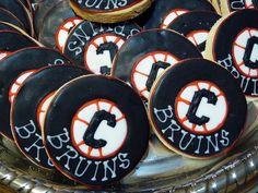 These cookies don't taste like hockey pucks, but they look like them! Bar Mitzvah Themes, Bat Mitzvah, Hockey Wedding, New York Bar, Hockey Puck, Sports Party, Yummy Cookies, Wedding Ideas, Creative