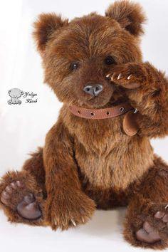 Hardy bear By Yuliya Kozub - Bear Pile