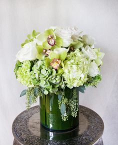HEPATICA everyday arrangement (roses, hydrangea, cymbidium orchid, seeded eucalyptus) – photo: QUARTER design studio