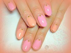 きれいなピンクのワンカラーネイルです 2色使いがおしゃれ