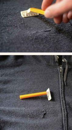 Utilisez votre rasoir pour enlever les peluches de vos habits.