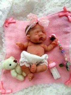 Ooak Mini Art Baby Doll by Bttrfly Creations Cute Baby Dolls, Reborn Baby Dolls, Tiny Dolls, Ooak Dolls, Baby Doll Eyes, Mini Bebidas, Baby Hamster, Silicone Baby Dolls, Realistic Baby Dolls