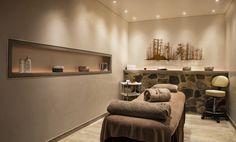 Une cabine de soin au Spa du Jiva Hill Resort, hôtel 5* Relais Châteaux, à 15 minutes de Genève #cabinedesoin #bienetre #spa #hoteldeluxe