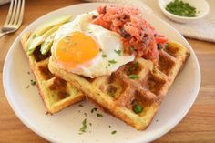 Thermobexta's Cauliflower Cheese Waffles are perfectly cheesy, crisp on the outside and soft in the middle. Cheese Waffles, Savory Waffles, Delicious Breakfast Recipes, Yummy Snacks, Yummy Food, Waffle Recipes, Brunch Recipes, Keto Recipes, Broccoli And Brussel Sprouts